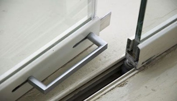 frameless glass locking system
