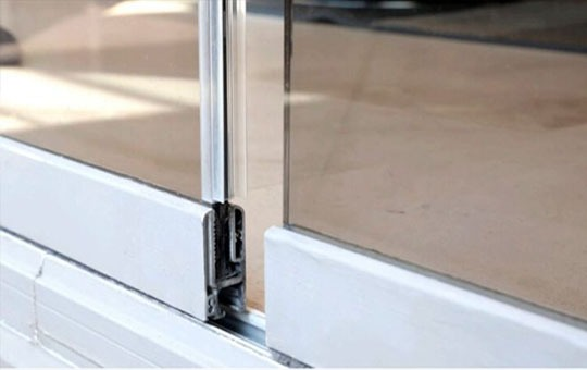 interlocking channels frameless glass